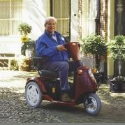 man in scootmobiel